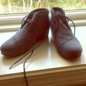 Girls size 4 Toms